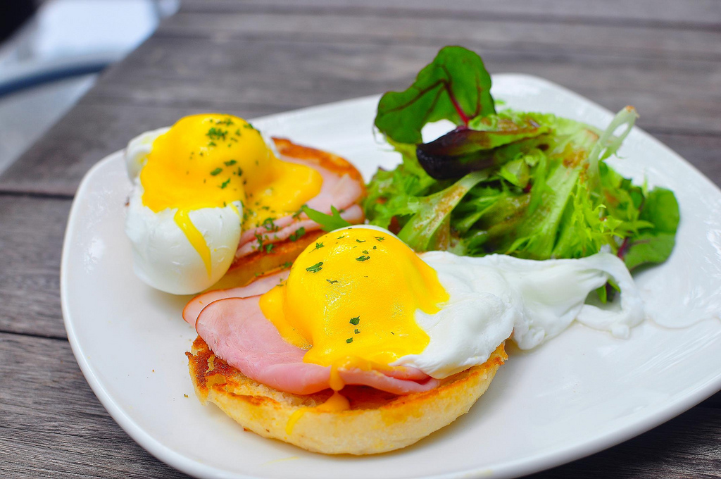 eggs benedict lighter eggs lighter eggs benedict with mock hollandaise ...